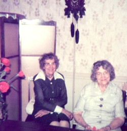 Anna_Skalski_and_Margaret_Golomski_twins 250