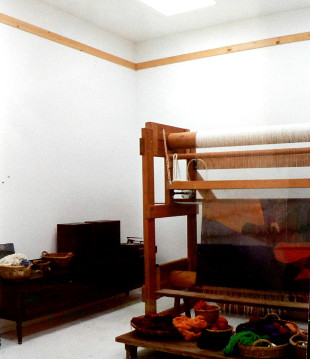 Maud_Henon_Haute_Lisse_Tapestry_Loom_in_use 310